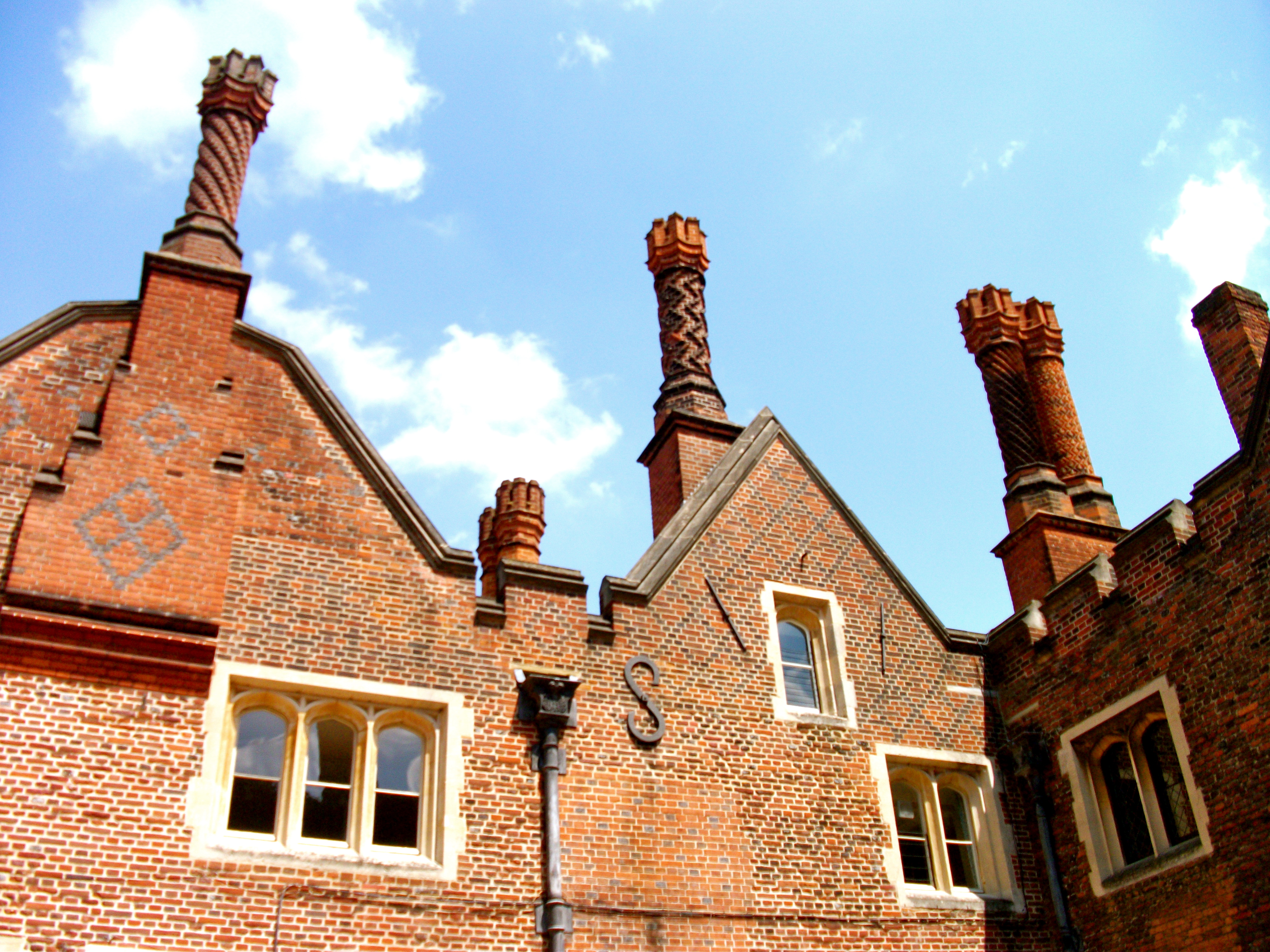 Chimneys-Hampton-Court-Palace-London-England