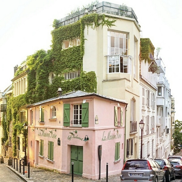 Montmartre: Your Paris Travel Guide