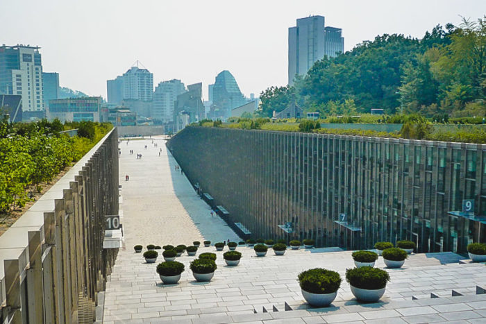 Where to stay in Seoul - Ewha is a girly neighbourhood with lots of cute boutiques.